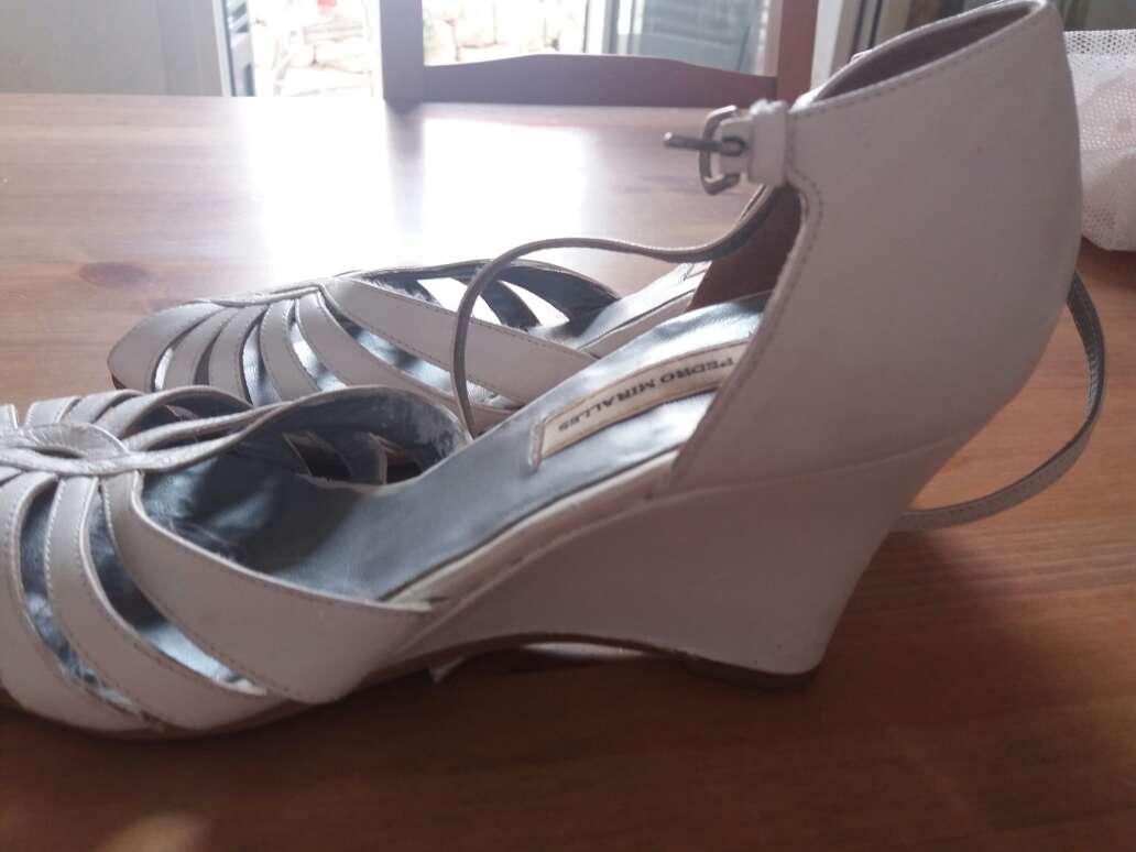 Imagen producto Zapatos de tacón blancos pedro miralles talla 40 3