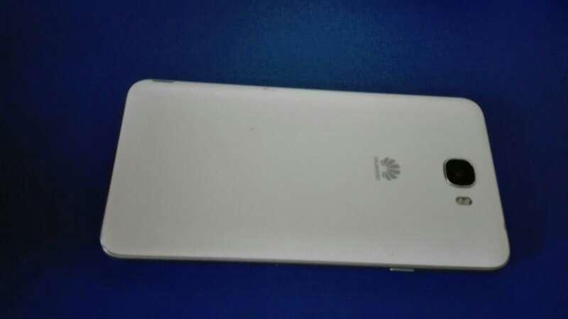 Imagen producto Y6 II compact blanco 2