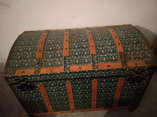 Imagen Baúl de madera y metal