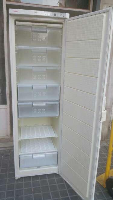 Imagen producto Congelador vertical de 2 M con transporte  2