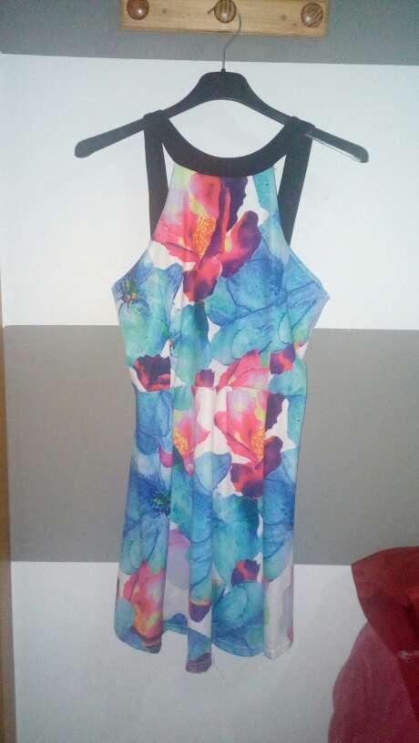 Imagen vestido azul.de verano