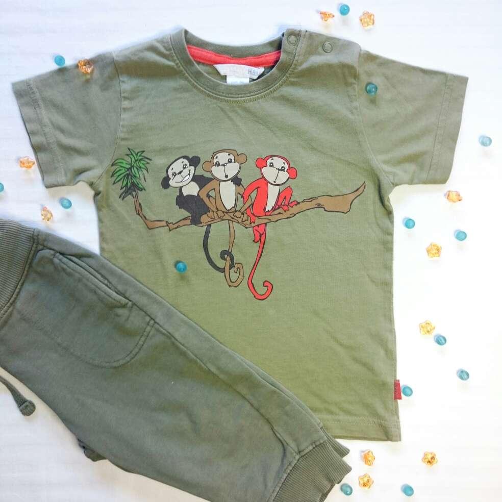 Imagen producto Camiseta monos y Pantalón caqui  3