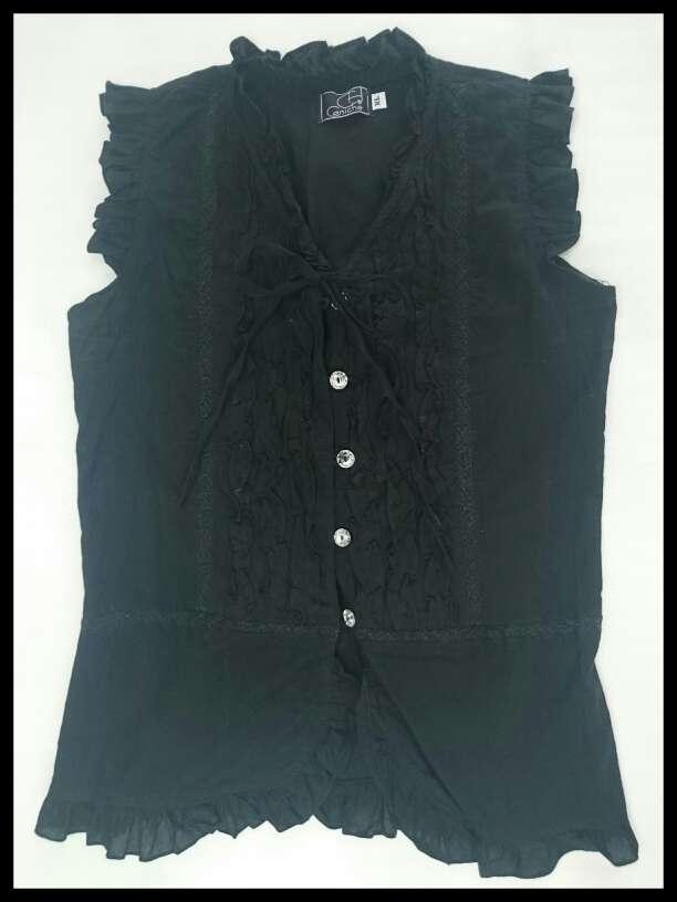 Imagen Blusa negra sin mangas fruncida