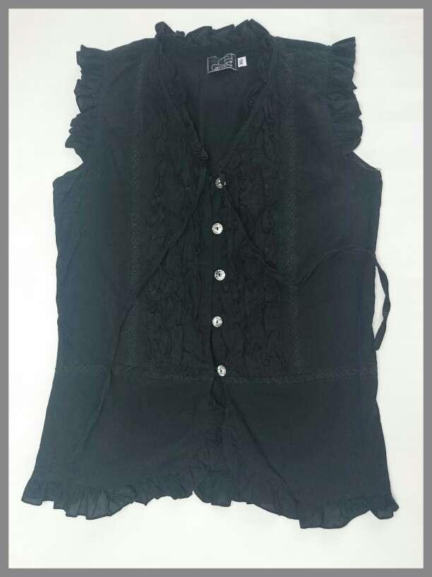 Imagen producto Blusa negra sin mangas fruncida  3