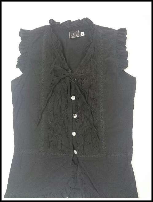 Imagen producto Blusa negra sin mangas fruncida  4