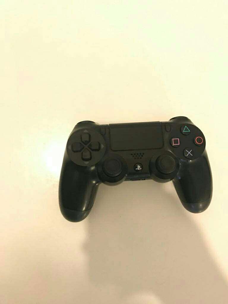Imagen producto PS4 + 4 videojuegos 2