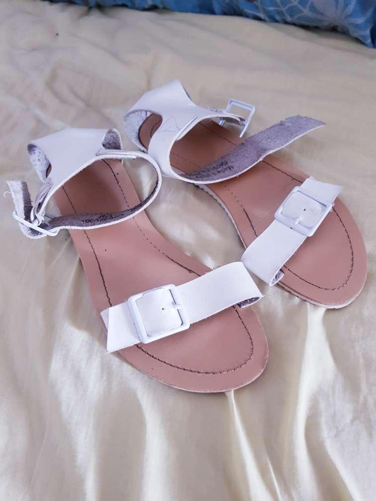 Imagen sandalias de piel