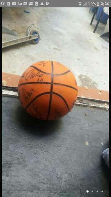 Imagen balón de baloncesto firmado
