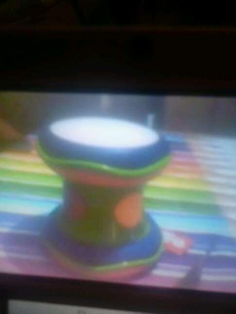 Imagen tambor lleva para pilas hace sonidos y luces y medidor para bebes