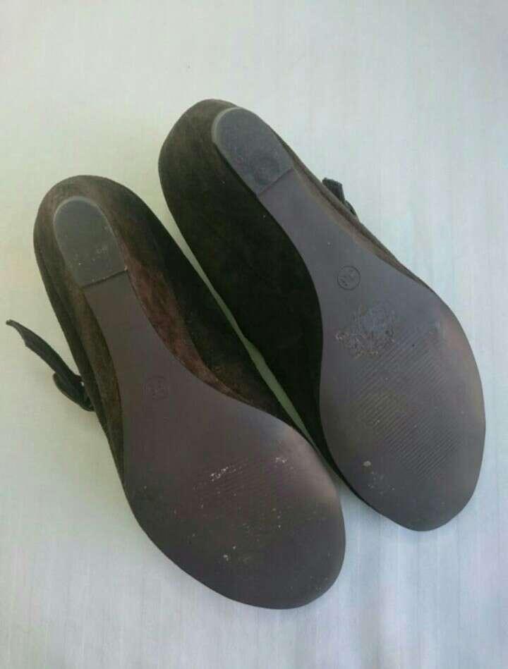 Imagen producto Zapatos cuña serraje chocolate  3