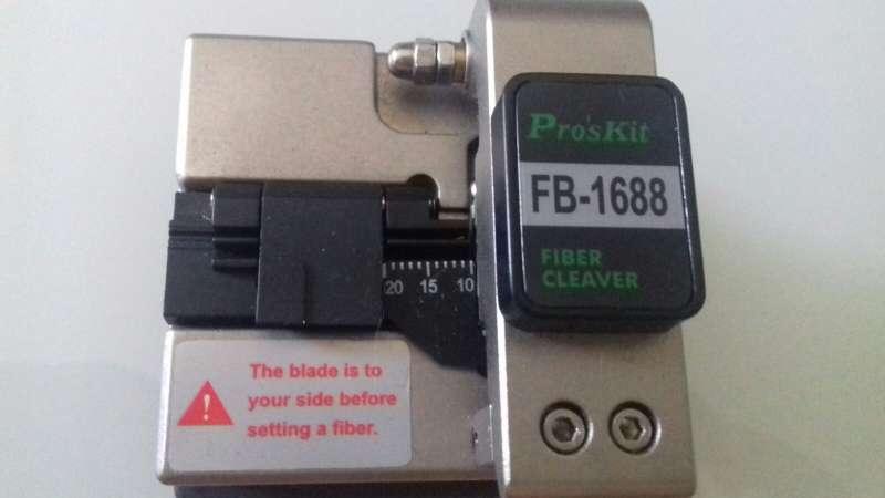 Imagen gpon y cortadora de precisión