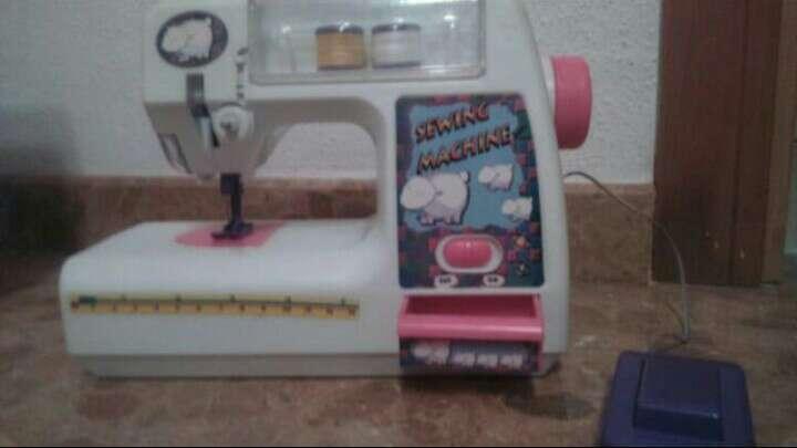 Imagen Máquina de coser niña