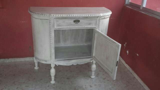 Imagen mueble antiguo restaurado
