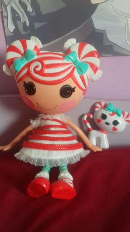 Imagen producto Vendo muñeca con gato 1