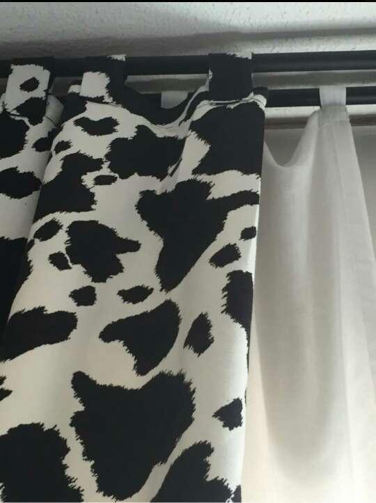 Imagen Cortinas y cojines diseño piel de vaca.