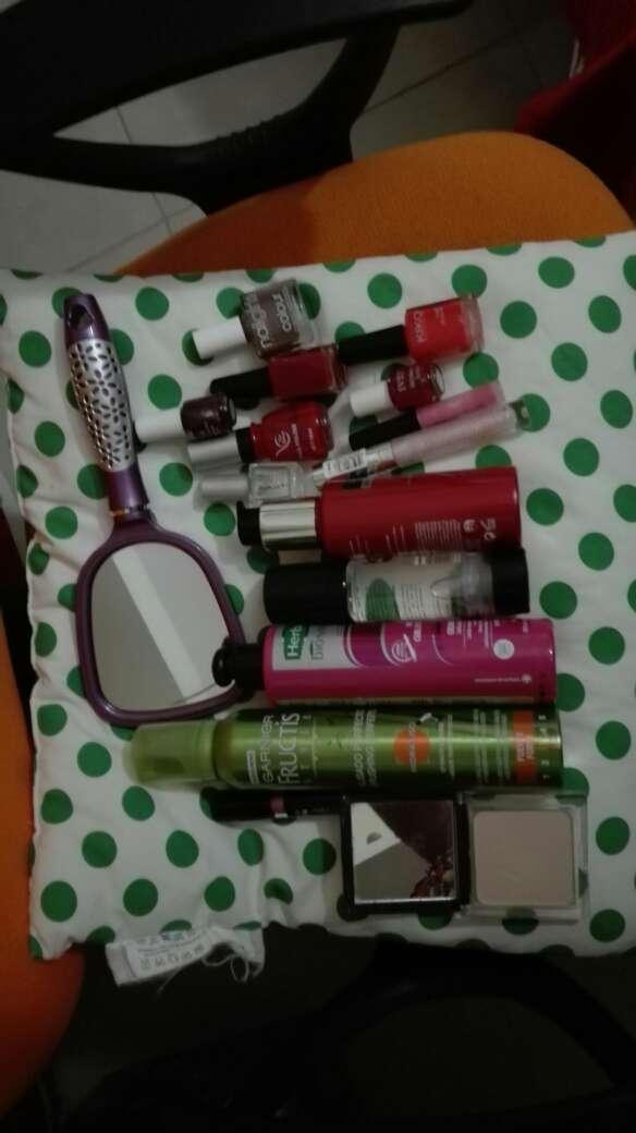 Imagen Maquillaje, productos para cabello pinta uñas y brillos de labios+espejo de mano de regalo
