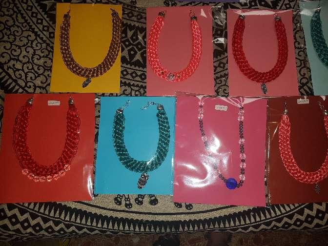 Imagen producto Collares artesanales por estrenar 3