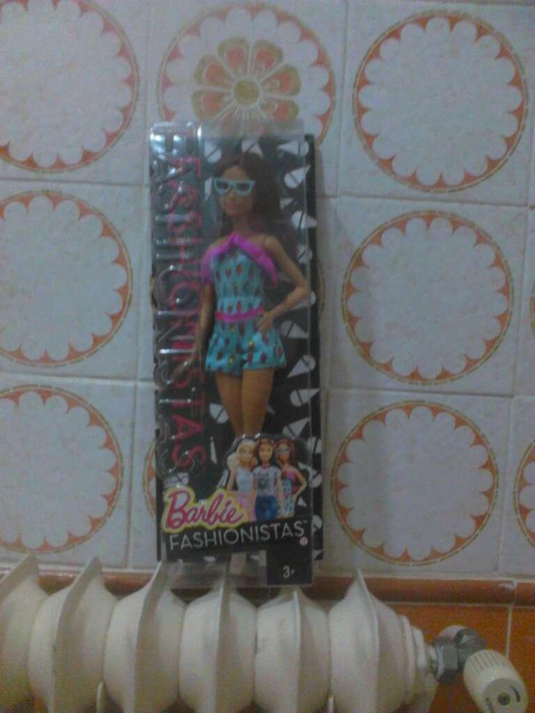 Imagen producto Barbie Fashinistas 1