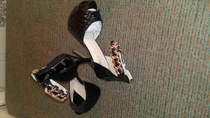 Imagen producto Zapatos nuevos de tacon talla 38 2