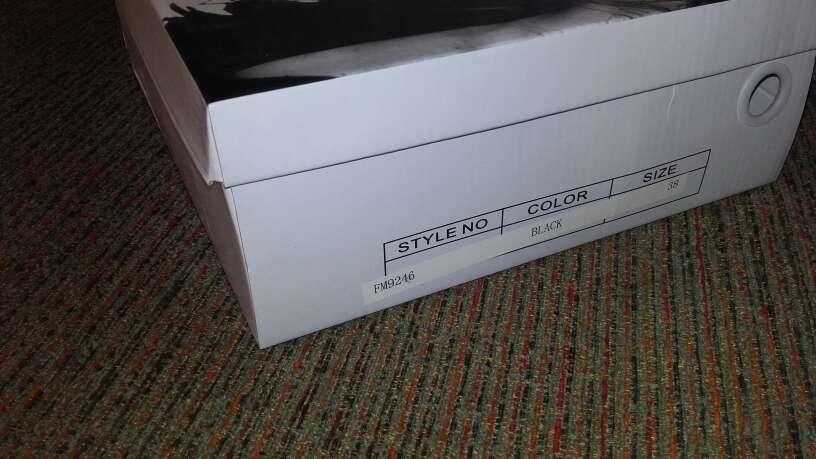 Imagen producto Zapatos nuevos de tacon talla 38 4