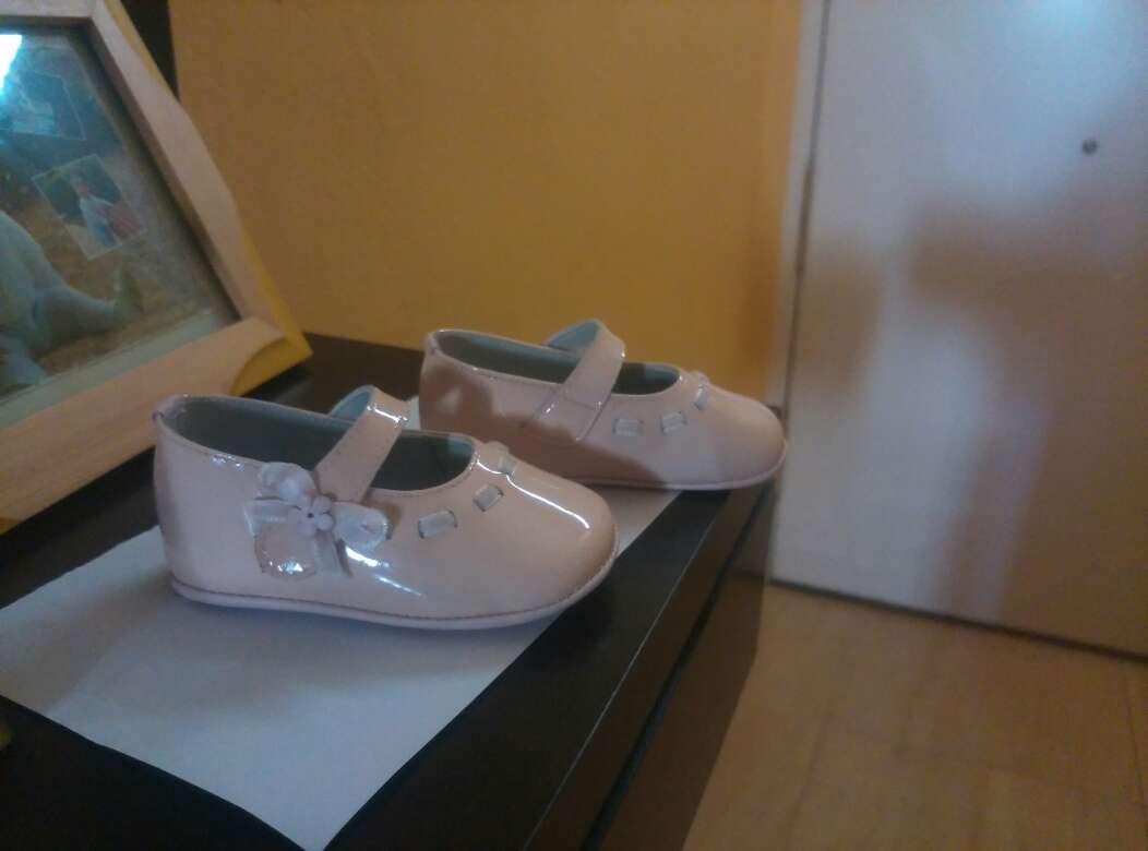 Imagen zapato bebé niña