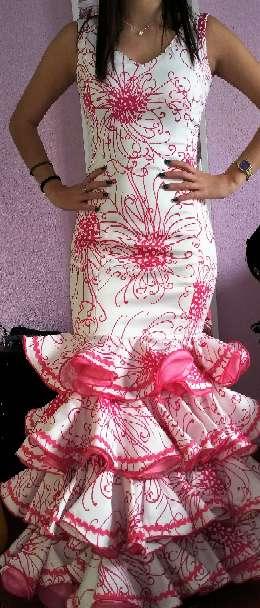 Imagen traje flamenca y chaquetilla. negociable