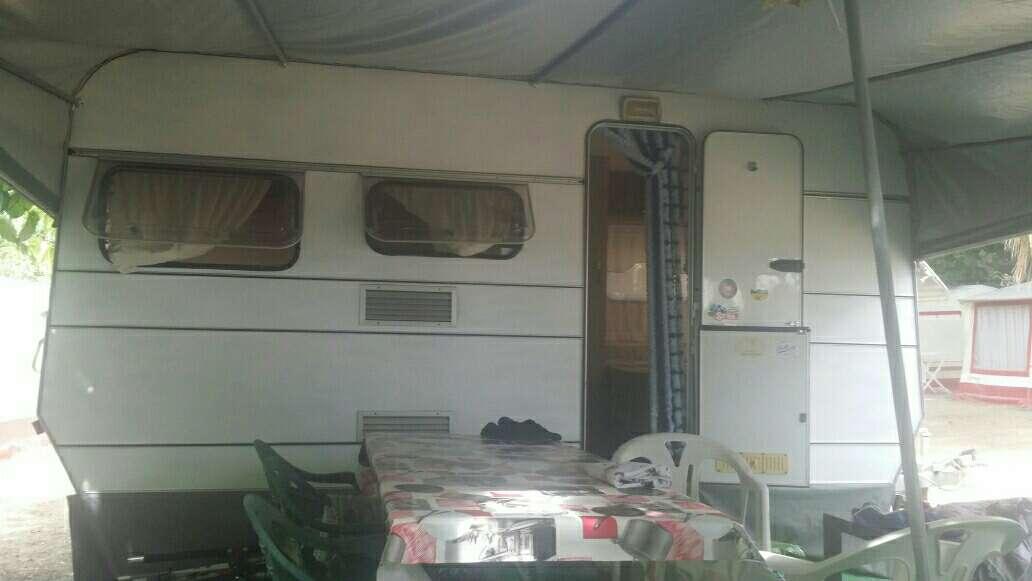 Imagen caravana con avance
