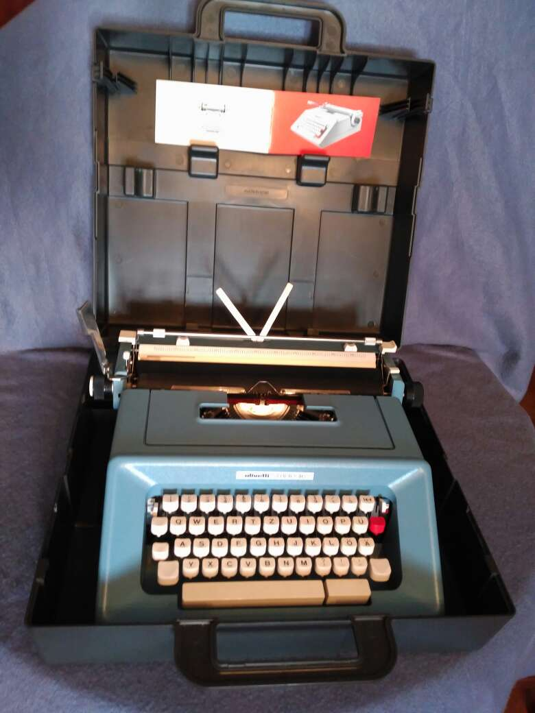 Imagen maquina de escribir Olivetti studio 46