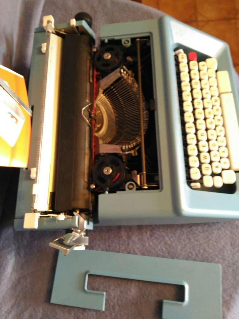 Imagen producto Maquina de escribir Olivetti studio 46 3