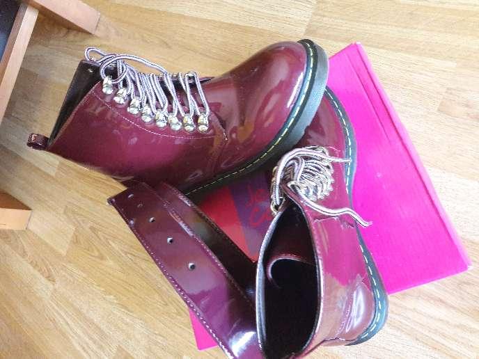 Imagen producto Botas de mujer y cinturon nuevos 2