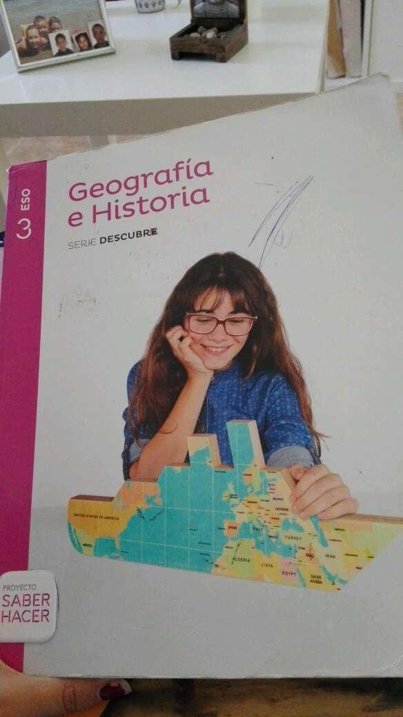 Imagen libro de geografía e historia de 3 de la eso