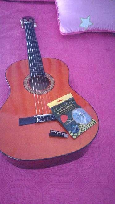 Imagen Guitarra española + accesorios