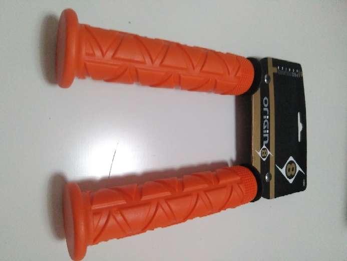 Imagen Puños naranja manillar bici