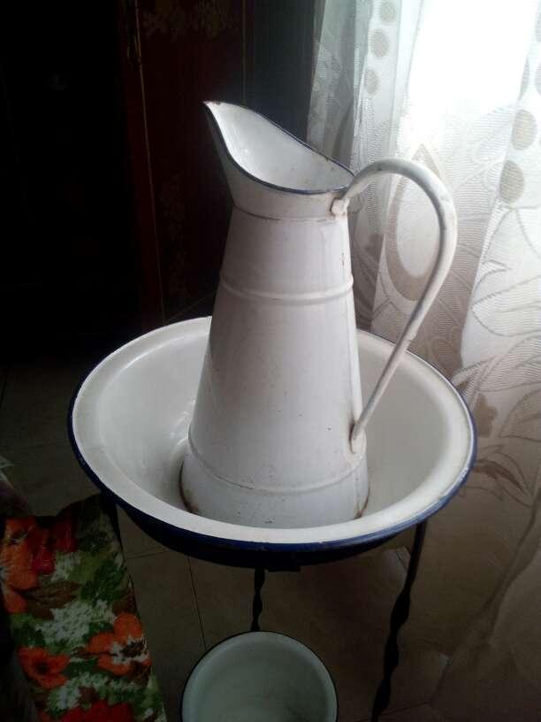 Imagen producto Palanganero antiguo 2