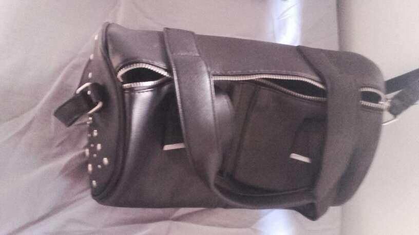 Imagen producto Bolso  negro piel 2
