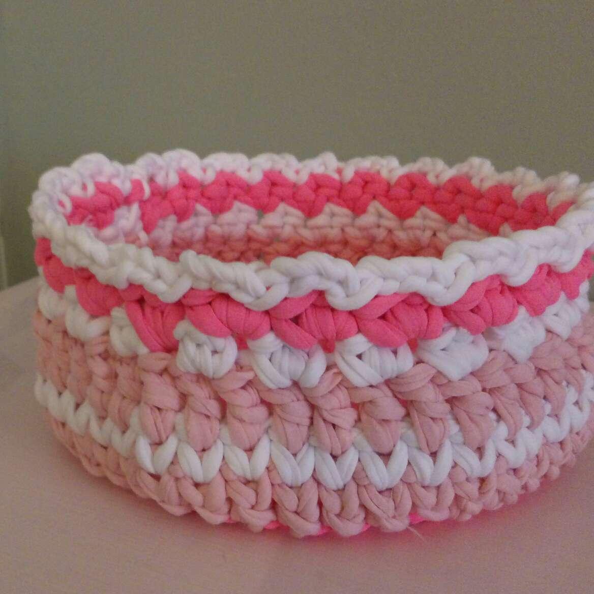 Imagen cesto rosa hecho a mano