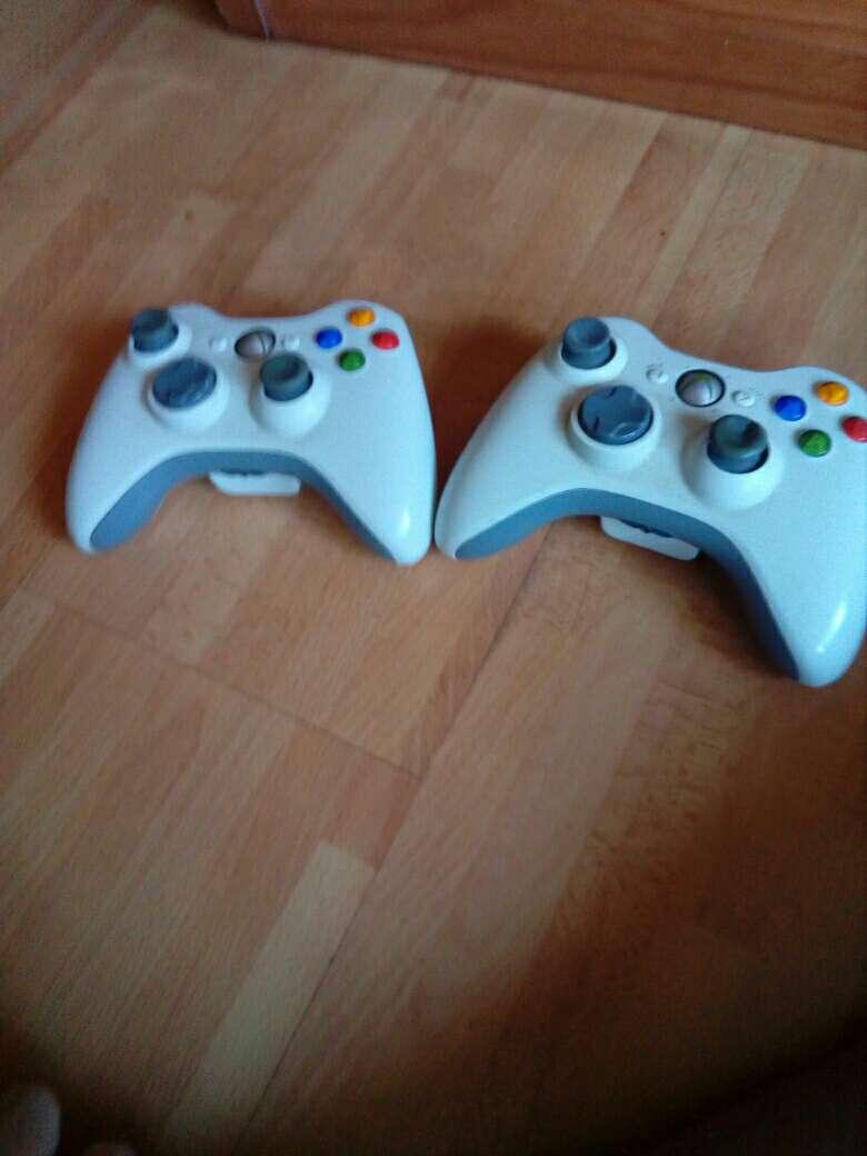 Imagen producto Xbox 360 con kinect y dos mandos  3