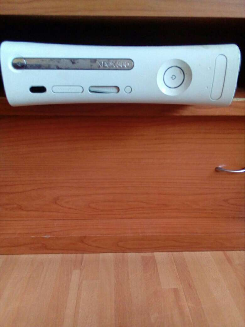 Imagen producto Xbox 360 con kinect y dos mandos  2