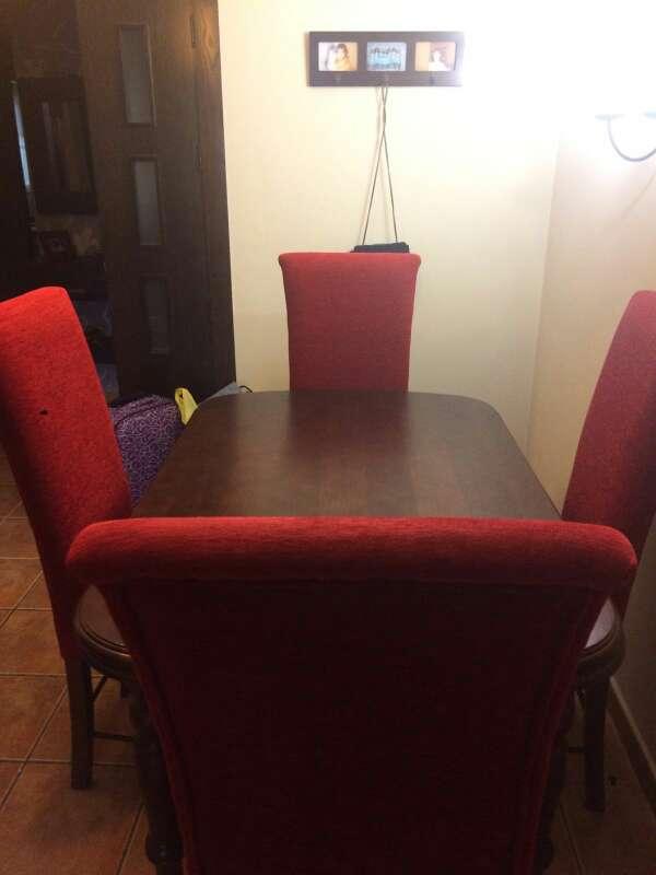 Imagen conjunto de mesa y sillas de roble oscuro
