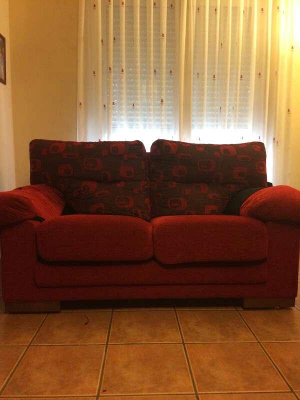 Imagen sofás rojos semi-nuevos