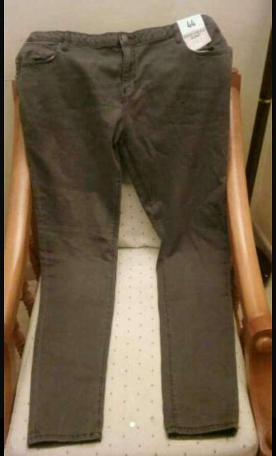 Imagen Pantalón pitillo de mujer talla 48