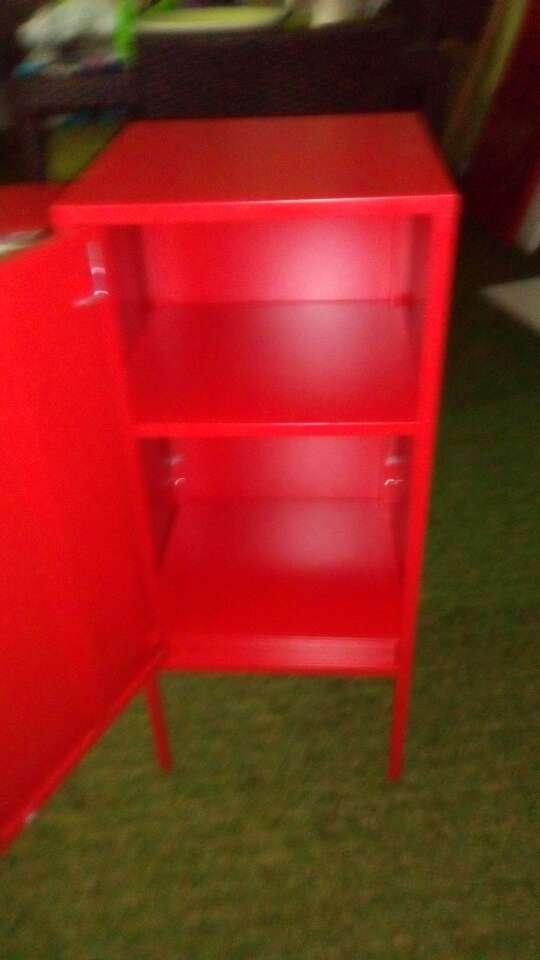Imagen Taquilla roja metálica ikea nueva