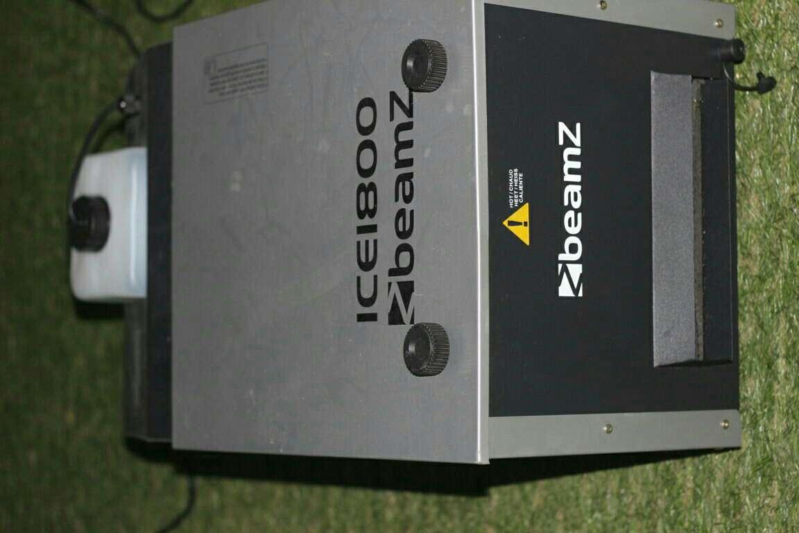 Imagen producto Máquina humo 1800w beamz nueva 2