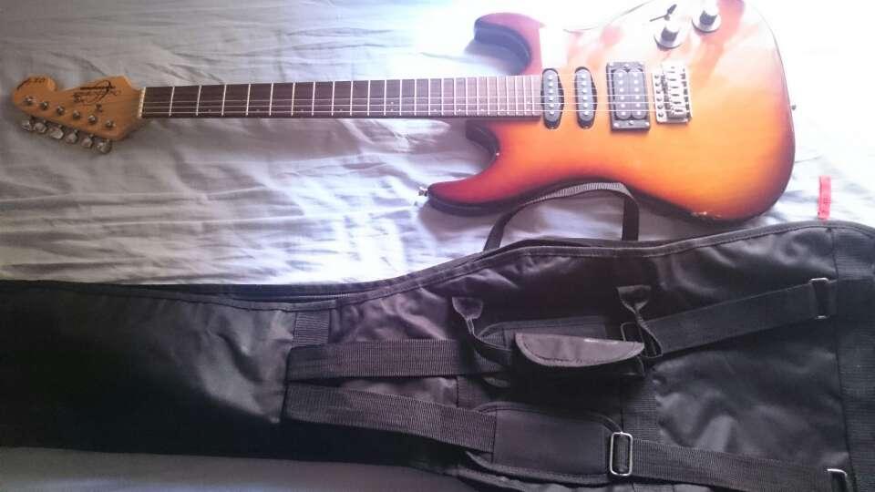 Imagen producto Guitarra eléctrica y extras 2