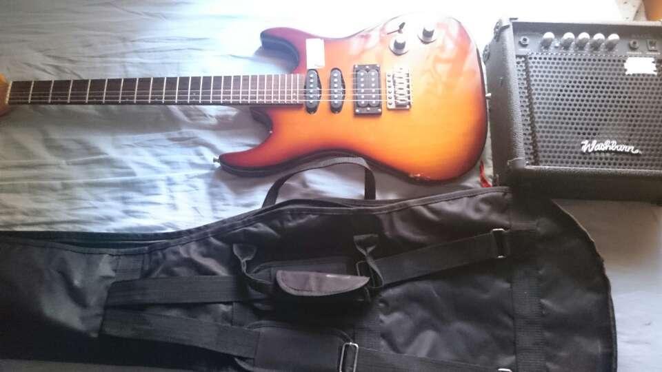 Imagen Guitarra eléctrica y extras