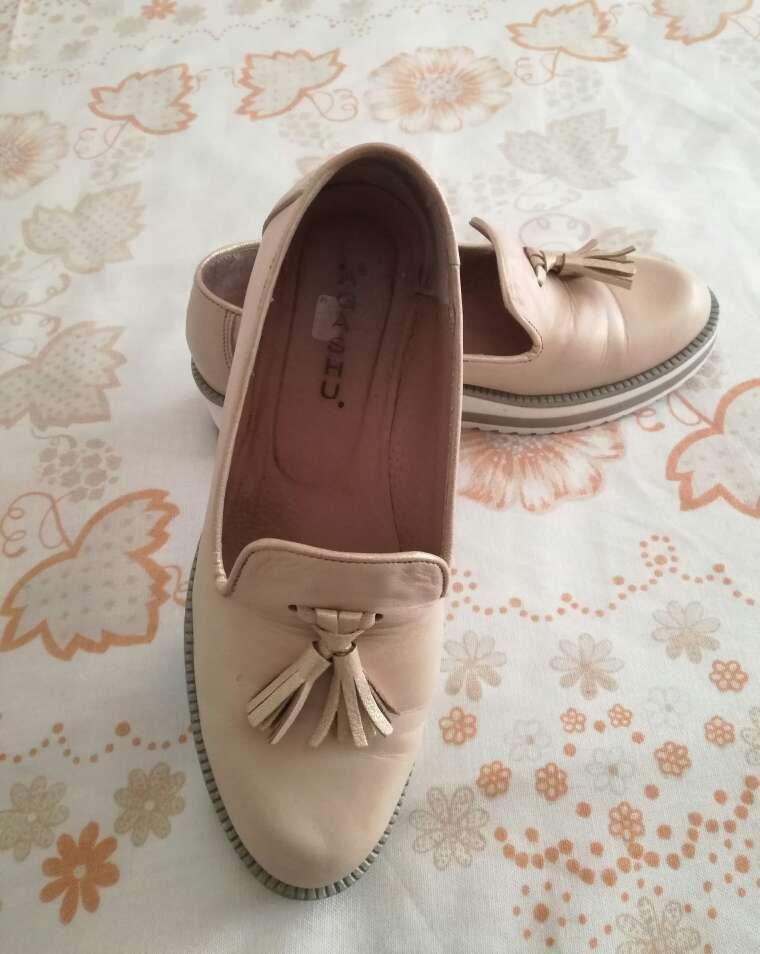 Imagen Zapatos beige.
