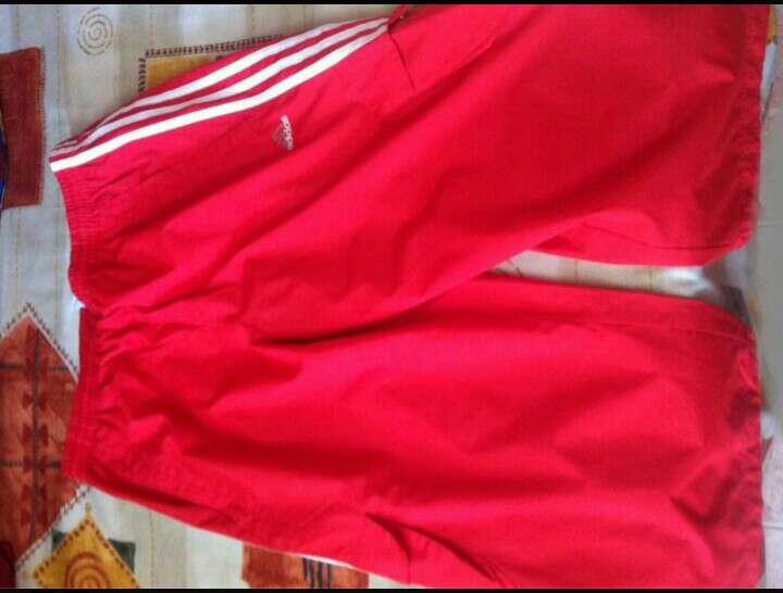 Imagen Pantalón Pirata Adidas Rojo