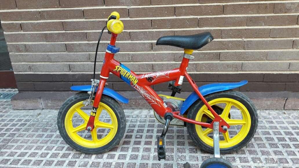 Imagen bicicleta infantil roja