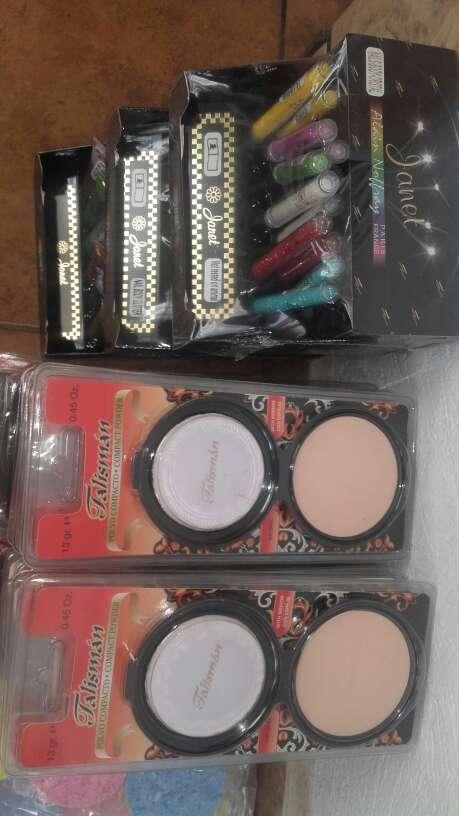 Imagen producto Lote de productos de maquillaje 3