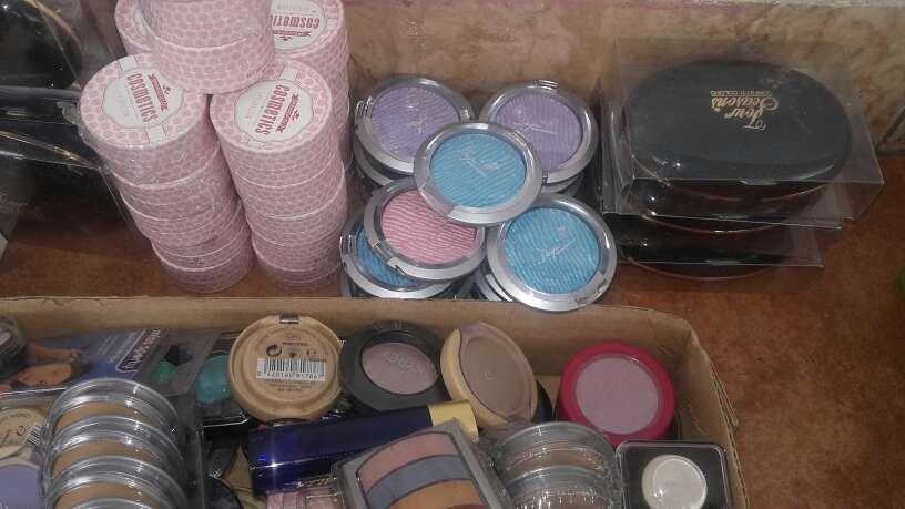 Imagen producto Lote de productos de maquillaje 4